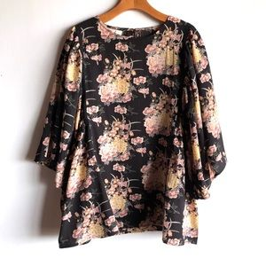 NWT Easel black floral blouse with kimono sleeves